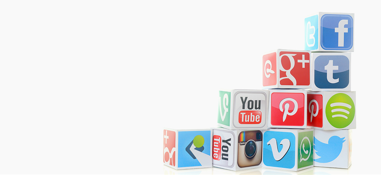 ikadia_reseaux-sociaux_articles_cubes-empiles